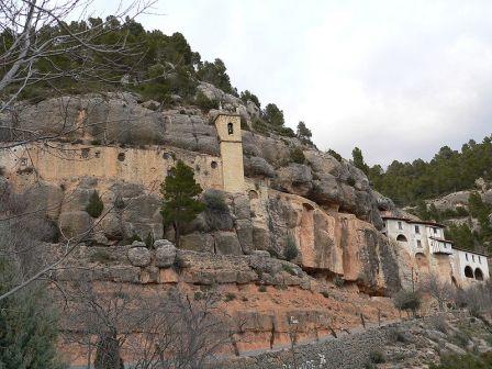Ermita en la montaña de la Virgen de Balma