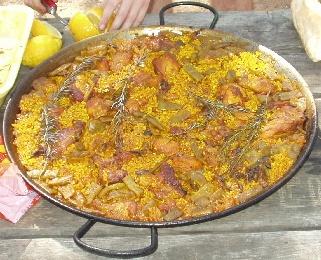paella valenciana pollo, conejo, verduras y caracoles