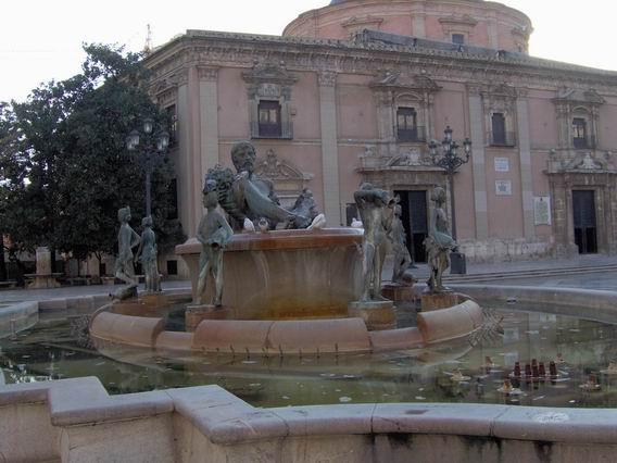 Monumento al río Turia en la ciudad de Valencia.