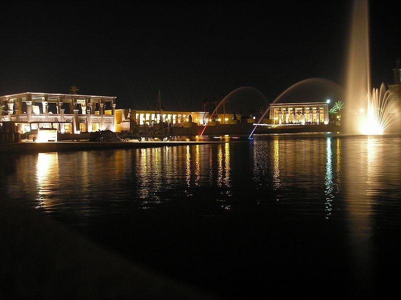 terra mitica egipto por la noche