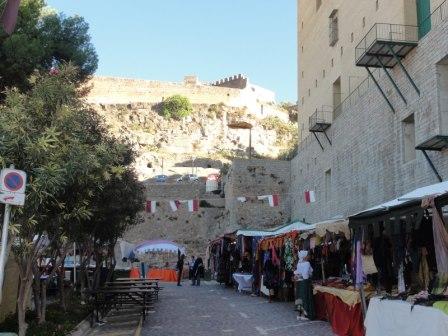 Feria medieval a los pies del teatro sagunto